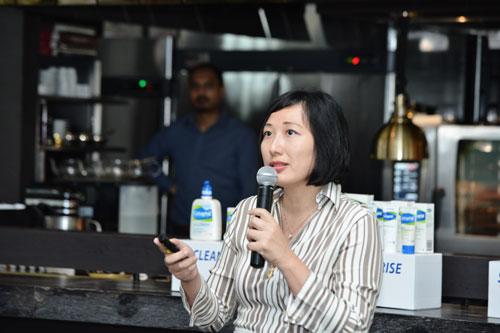 Dr-Ang-Por-making-her-presentation